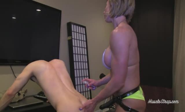 Muscled women pegging guy