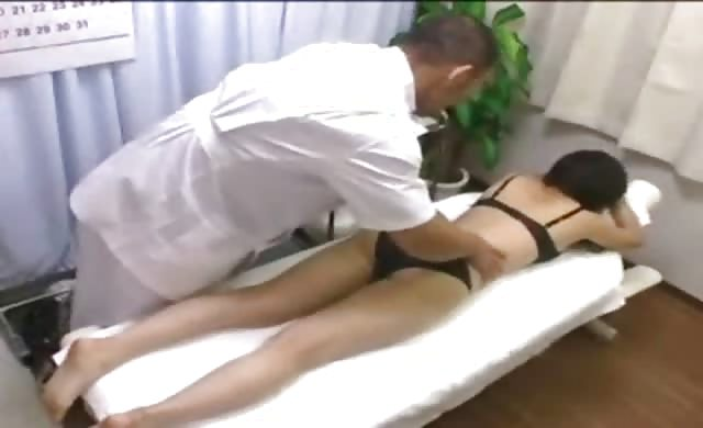 Japanesemassage babe creampied on massage table