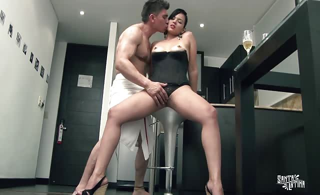 SANTA hispanic Curvy Colombian Brunette loves Sensual Latin Sex After Having cunt Eaten