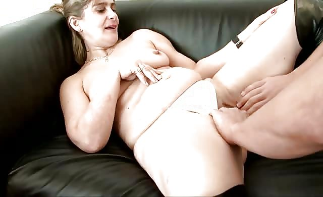 mature broad Carole loves Fisting And Anal Sex