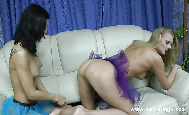 Anal Fisting And Other wild Lesbian Fun