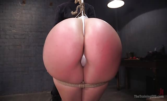 Mandy muse gets that gigantic booty dominated
