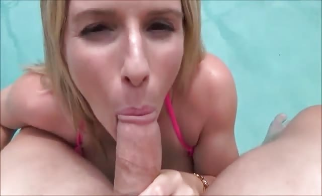 Mom licks me in the pool