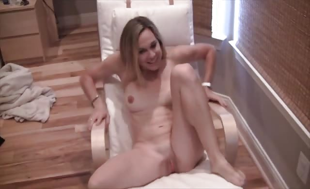 Naked wifey Showing Off