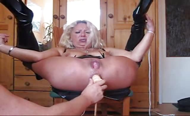 gigantic Extreme Squirting Anal From dirty cougar