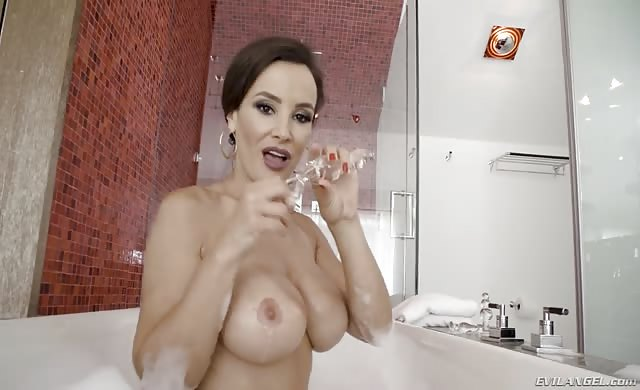 26 10 18 New Lisa Ann Return